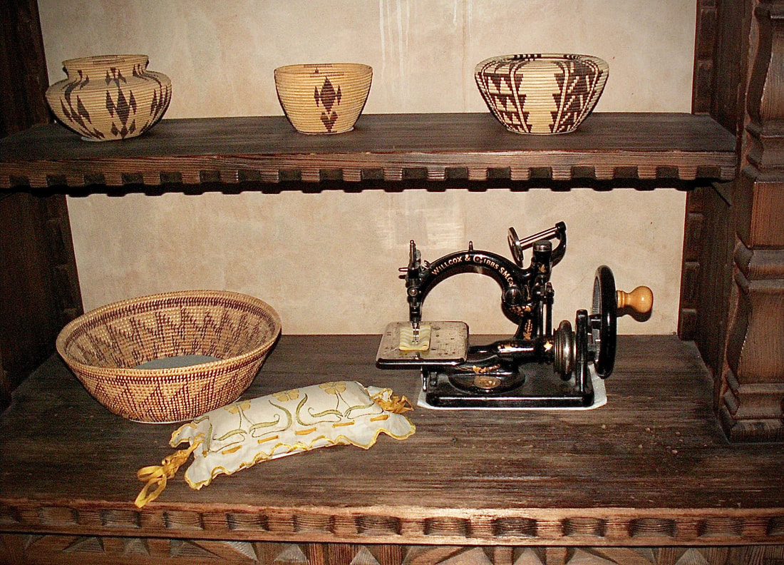 Hand crank sewing machine